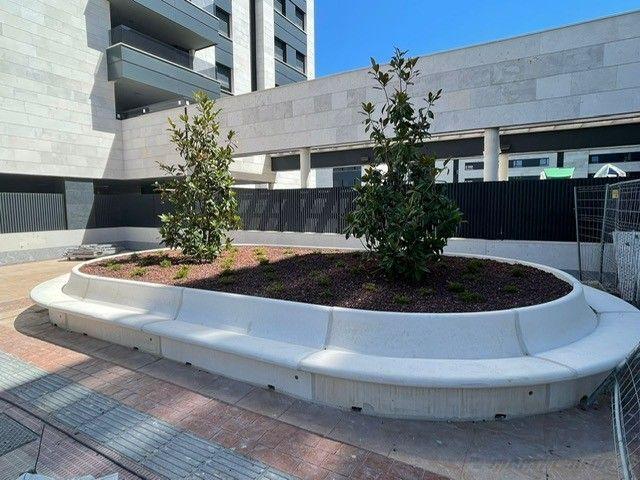 Un sistema modular clásico muy vigente en entornos urbanos: Bancos urbanos de hormigón, según Martín Mena® - 1, Foto 1