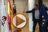 Retiran la bandera de la Unión Europea del salón de plenos como gesto simbólico de protesta por el trato que está dando a los refugiados