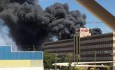 Servicios de emergencia acuden a sofocar un incendio declarado en las instalaciones de la empresa ElPozo, en Alhama de Murcia