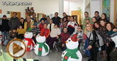 Presentan los muñecos que han realizado los usuarios del Centro de Día de Enfermedad Mental de Totana con motivo de la Navidad