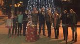 El alcalde asiste al acto de encendido del árbol de Navidad de los comerciantes de la avenida de Lorca