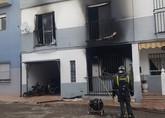 Cinco personas atendidas por inhalación de humo en el incendio de una vivienda en Totana