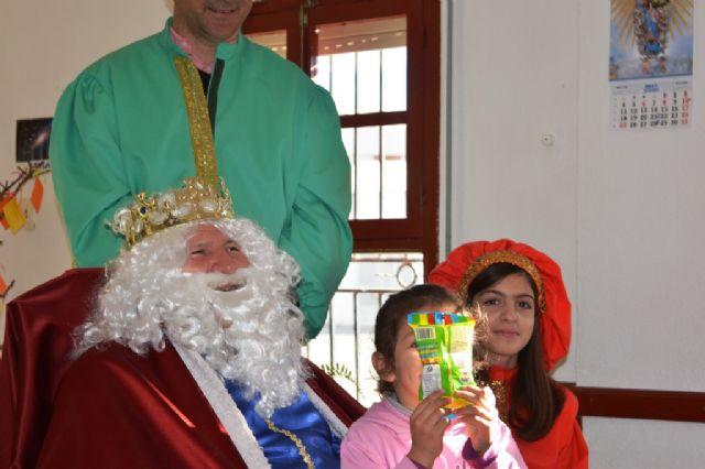 El Rey Melchor visitó Cáritas Tres Avemarías - 8