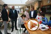 """Autoridades visitan los talleres organizados por el CEIP """"Tierno Galván"""" en el marco de su Semana Cultural"""