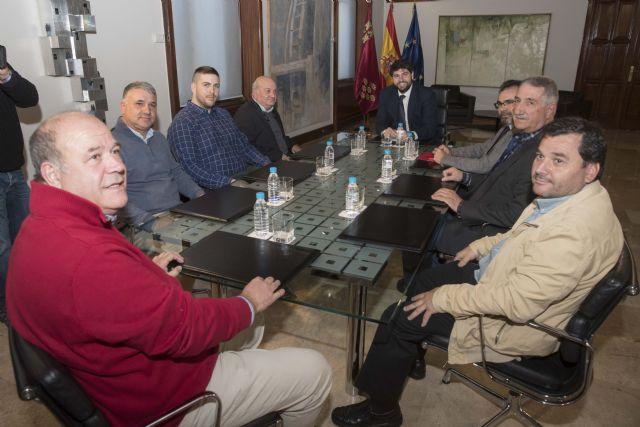 Fernando López Miras recibe a representantes del sector del taxi en la Región de Murcia - 1, Foto 1