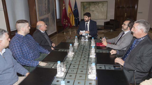 Fernando López Miras recibe a representantes del sector del taxi en la Región de Murcia - 2, Foto 2