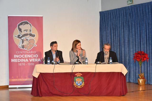 Presentado un libro escrito e ilustrado por Paco Torrano sobre la vida y obra de Inocencio Medina Vera en el centenario de la muerte de este pintor - 1, Foto 1