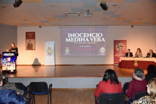 Presentado un libro escrito e ilustrado por Paco Torrano sobre la vida y obra de Inocencio Medina Vera en el centenario de la muerte de este pintor - 2, Foto 2