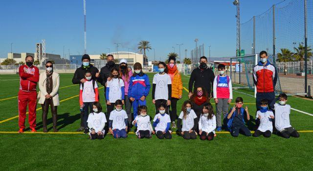 Cerca de 20 jóvenes torreños participan en un gymkana de atletismo en el polideportivo municipal - 1, Foto 1
