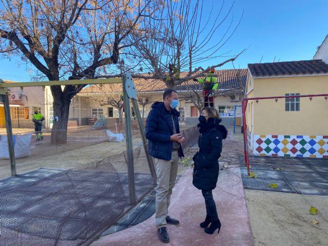 El Ayuntamiento pone a punto el arbolado de las escuelas infantiles del municipio apostando por los entornos naturales para los más pequeños - 1, Foto 1