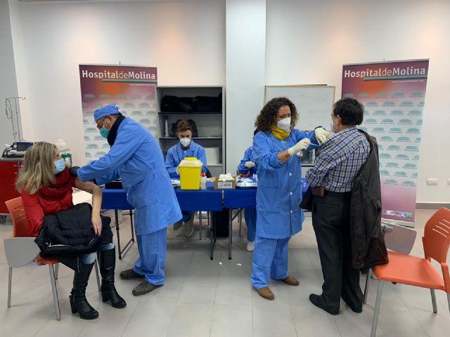El Ayuntamiento de Murcia extiende la vacunación frente a la COVID-19 al Hospital de Molina de Segura - 1, Foto 1