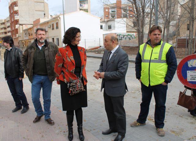 La consejera de Presidencia y el alcalde visitan las obras del colector pluvial en el Camino del Molino - 1, Foto 1