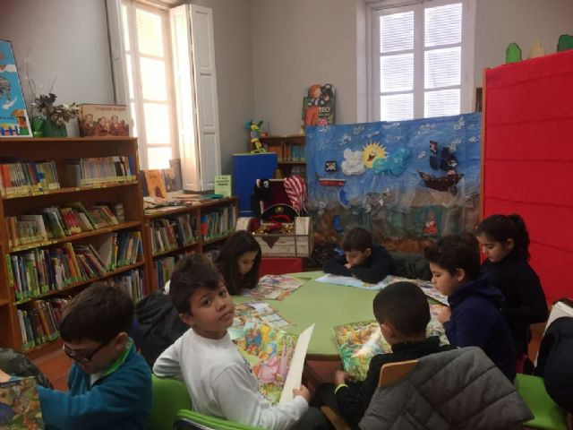 Más de 200 escolares participan en la actividad de animación a la lectura El tesoro del pirata, Foto 1