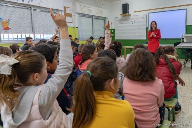 La alcaldesa de Cartagena explica a los alumnos del colegio de Pozo Estrecho cómo funciona el Ayuntamiento - 1, Foto 1