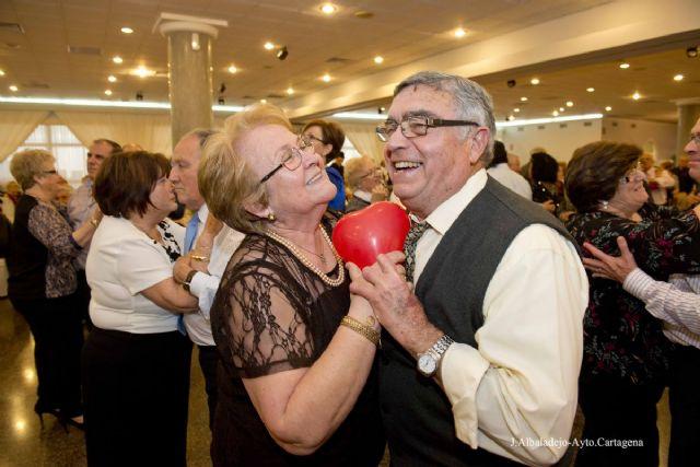 Los clubes de mayores celebrarán este jueves San Valentín con una comida y un Baile de Enamorados - 1, Foto 1