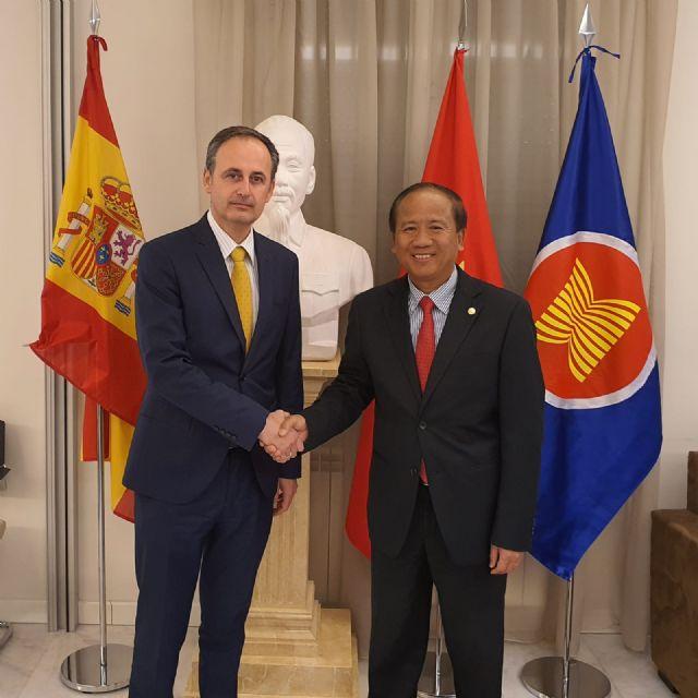 El Gobierno regional realiza gestiones con las autoridades diplomáticas para traer a España al ingeniero de Cehegín retenido en Vietnam - 1, Foto 1