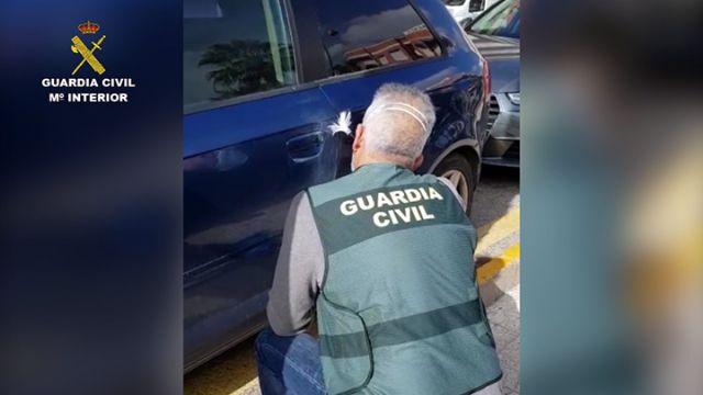 La Guardia Civil investiga en Mazarrón a tres menores por causar daños a numerosos vehículos, Foto 4