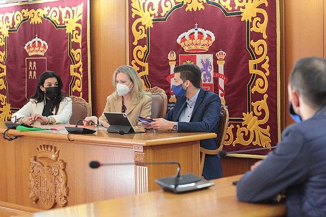 La Directora General de Comercio visita el Ayuntamiento de Alguazas y comercios de la localidad - 1, Foto 1