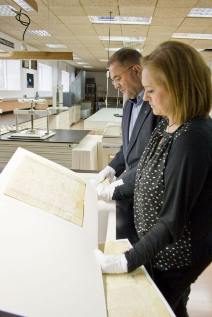 The General Archive of the region delivered to the municipality of Totana five scrolls of the fourteenth and fifteenth centuries after restoration, Foto 2