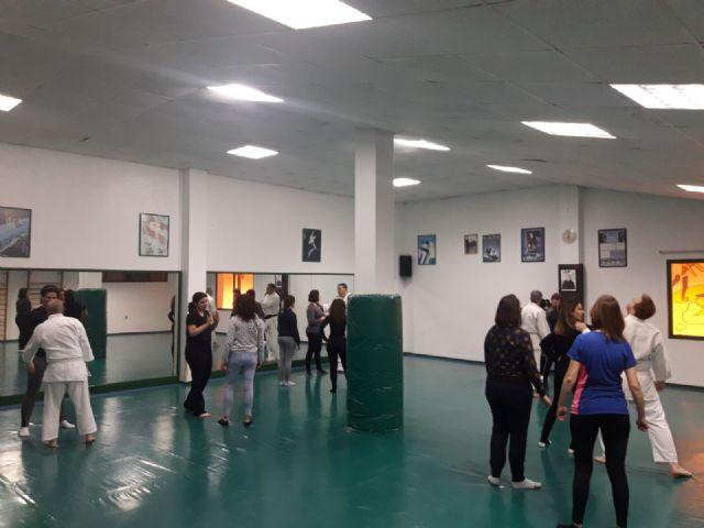Éxito en la primera sesión del Taller de Defensa Personal Femenina organizado dentro de los actos del Día de la Mujer, Foto 3