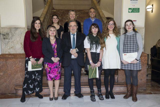 La UMU entrega los premios del II Concurso de relato corto sobre las mujeres - 1, Foto 1
