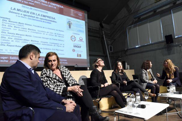 La Facultad de Economía dedica una mesa redonda a 'La mujer en la empresa' - 1, Foto 1