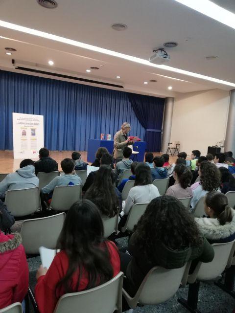 Los Encuentros con Autor de la Red de Bibliotecas Municipales traen esta semana a los escritores Ricardo Gómez y Antonia Ródenas a Lorca - 1, Foto 1