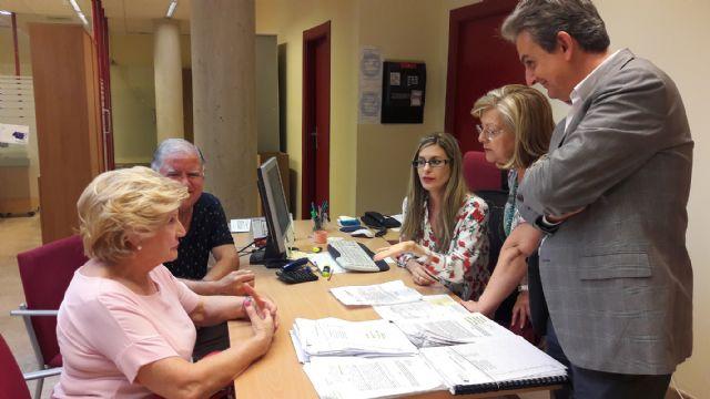 El Ayuntamiento anima a los beneficiarios de ayuda pública por daños de los terremotos a que acudan a la Oficina de Reconstrucción para obtener sus cuentas justificativas - 1, Foto 1