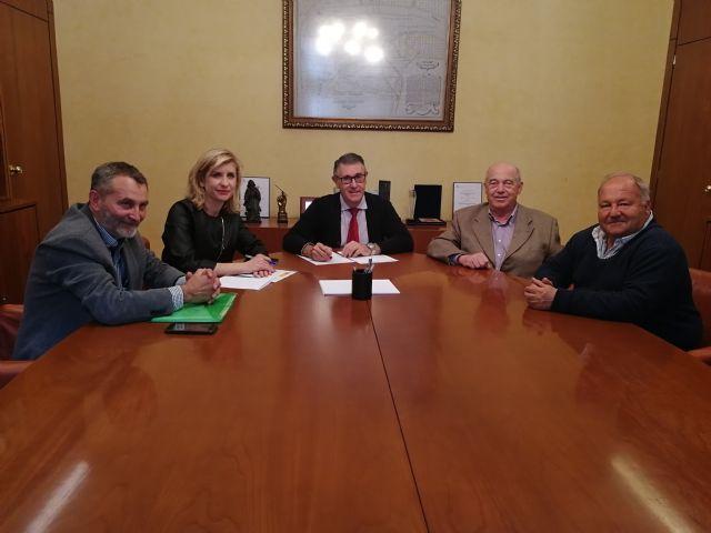 Encuentro con la alcaldesa de Molina de Segura y los regantes de Campotéjar para proteger a la Malvasía cabeciblanca - 1, Foto 1