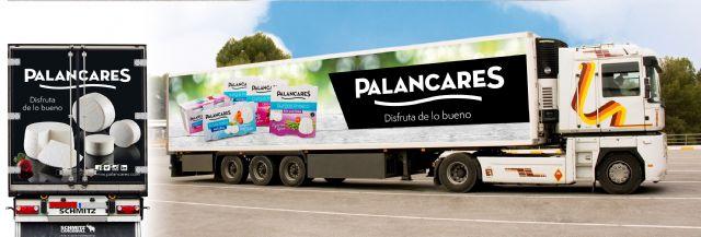PALANCARES ALIMENTACIÓN renueva la imagen de su flota de camiones con sus productos más emblemáticos, Foto 1