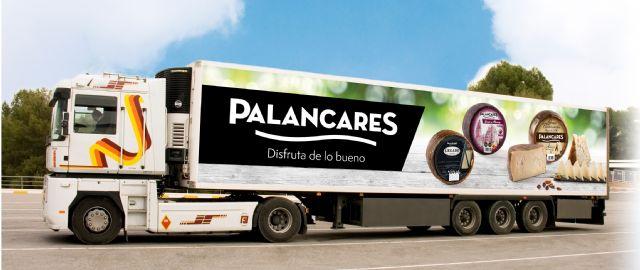 PALANCARES ALIMENTACIÓN renueva la imagen de su flota de camiones con sus productos más emblemáticos, Foto 2