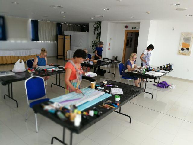 La artista polaca Ewa Blaut imparte un taller a alumnos de diferentes nacionalidades en San Pedro del Pinatar - 2, Foto 2