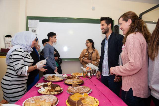 El IES Antonio Hellín celebra sus XII jornadas de convivencia intercultural, Foto 1