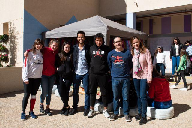 El IES Antonio Hellín celebra sus XII jornadas de convivencia intercultural, Foto 2