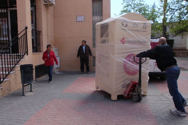 Proyecto Abraham cede uno de sus contenedores de ropa a Cruz Roja, Foto 1