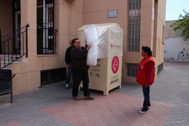 Proyecto Abraham cede uno de sus contenedores de ropa a Cruz Roja, Foto 2