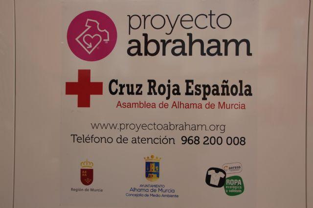 Proyecto Abraham cede uno de sus contenedores de ropa a Cruz Roja, Foto 3