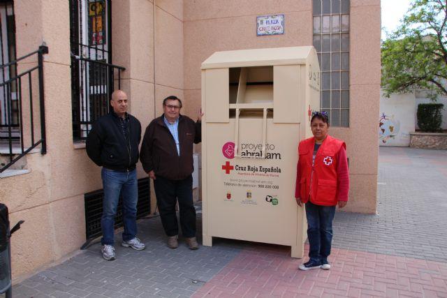 Proyecto Abraham cede uno de sus contenedores de ropa a Cruz Roja, Foto 4
