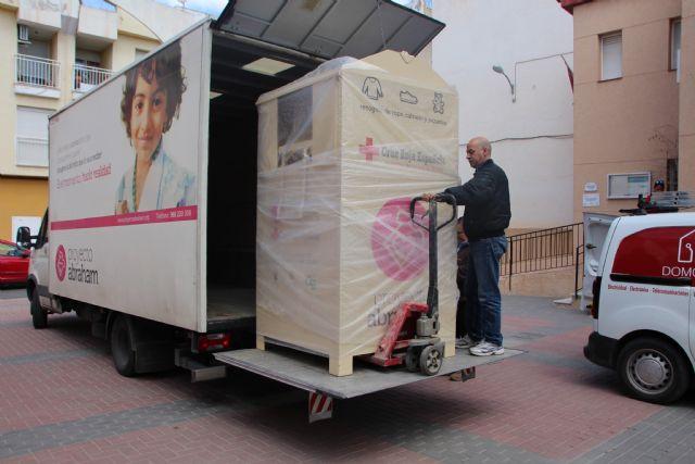Proyecto Abraham cede uno de sus contenedores de ropa a Cruz Roja, Foto 5