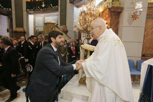 El presidente Fernando López Miras asiste a  la misa con motivo del día de la patrona de Cartagena,  la Virgen de la Caridad - 2, Foto 2
