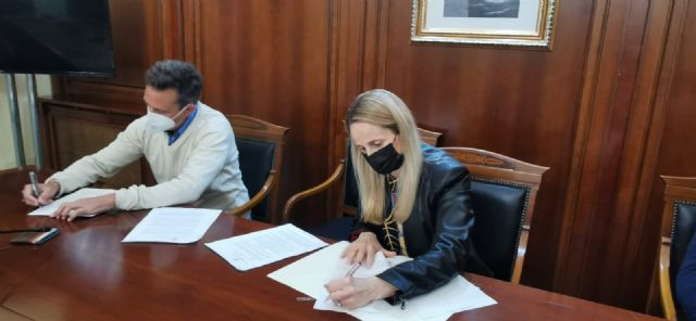 La alcaldesa firma el contrato para comenzar las obras de la construcción de una glorieta en la intersección de la Ronda Este - 1, Foto 1