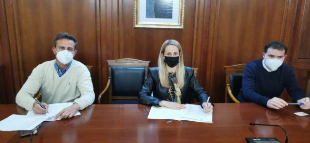 La alcaldesa firma el contrato para comenzar las obras de la construcción de una glorieta en la intersección de la Ronda Este - 2, Foto 2