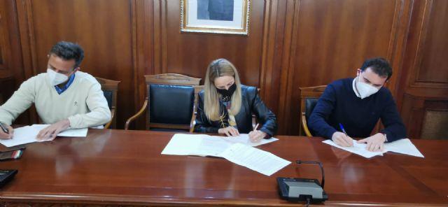 La alcaldesa firma el contrato para comenzar las obras de la construcción de una glorieta en la intersección de la Ronda Este - 3, Foto 3