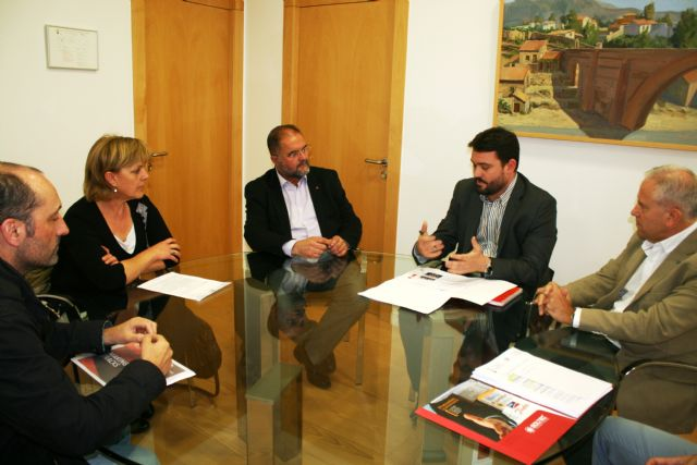 Municipal authorities meet with those responsible for the photovoltaic project promoter of Totana, Foto 1