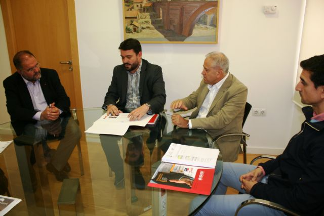 Municipal authorities meet with those responsible for the photovoltaic project promoter of Totana, Foto 2