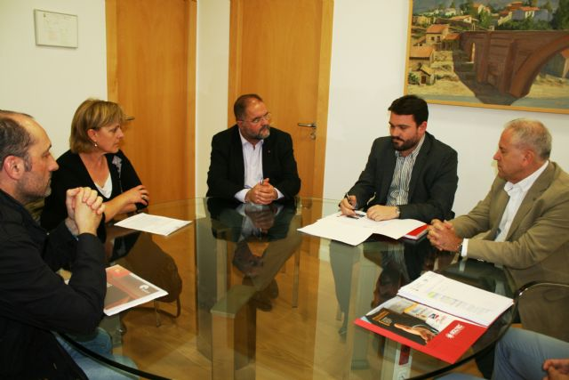 Municipal authorities meet with those responsible for the photovoltaic project promoter of Totana, Foto 3
