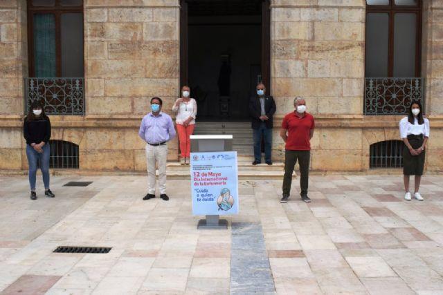 Minuto de silencio en homenaje a los fallecidos por covid-19 en el día internacional de la enfermería, Foto 2