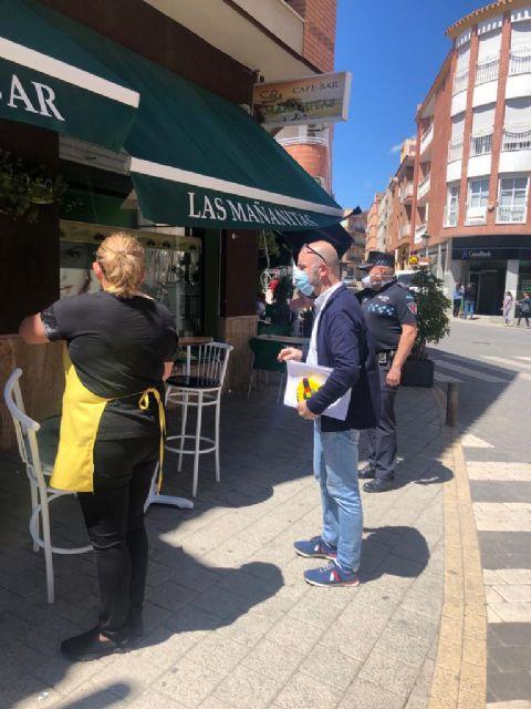 Ayuntamiento y Policía Local supervisan el cumplimiento de medidas de seguridad y normativa en las terrazas del municipio - 1, Foto 1