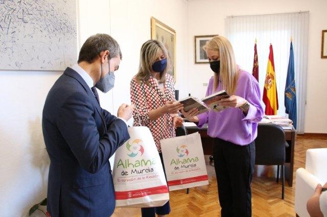 El Ayuntamiento de Alhama y MicroBank firman un convenio para incentivar el autoempleo y la actividad emprendedora - 2, Foto 2