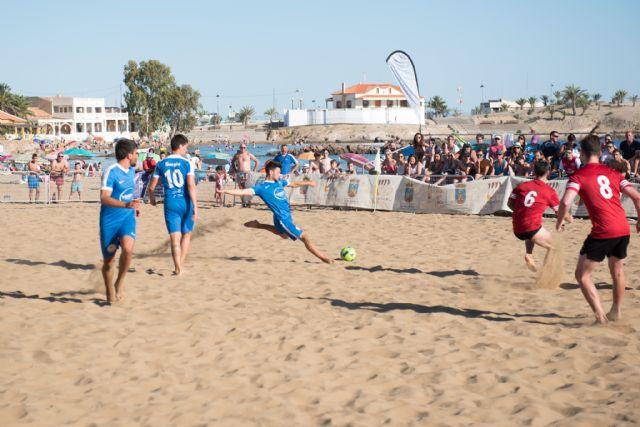 Los alicantinos del Vodka JRS repiten victoria en el torneo de fútbol playa Bahía de Mazarrón, Foto 1